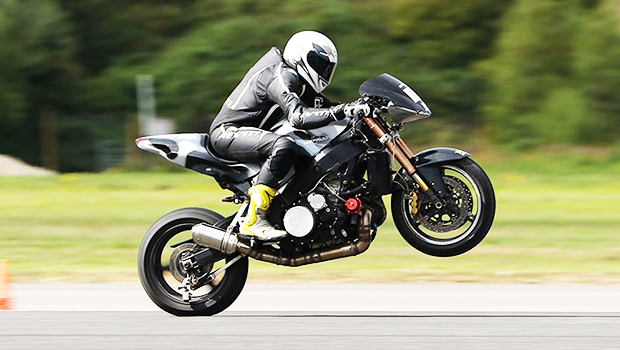 vid o 343 km h en wheeling moto axxe. Black Bedroom Furniture Sets. Home Design Ideas