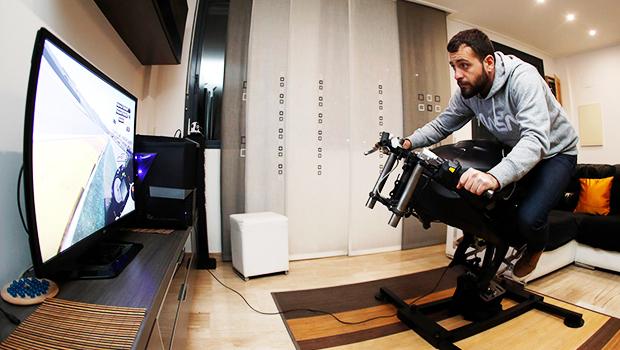 moto axxe france leangp un simulateur moto dans son salon. Black Bedroom Furniture Sets. Home Design Ideas